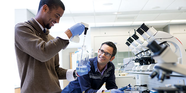 MIT students conduct scientific research.